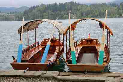 Pletna boats to Bled island